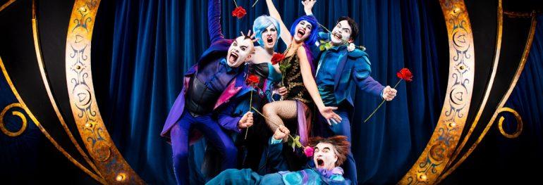 The opera Locos. Yllana y la ópera juntos.